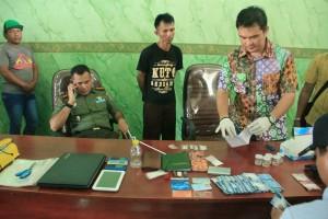 Barang bukti sabu dan alat hisap bong beserta uang puluahan juta rupiah